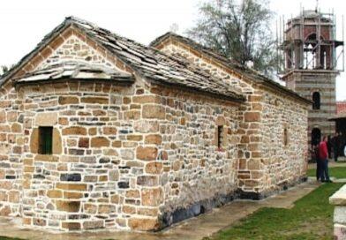 Manastir Zočište, specifičan je po tome što se u njemu mole i kosovskiAlbanci, dolazili su čak i na zgarište manastira koji je minirala OVK